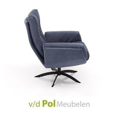 Stel zelf de fauteuil van je dromen samen! Kies uit verschillende stoffen en leersoorten in mooie kleuren. Ook verschillende onderstellen mogelijk! Deze heerlijke relaxfauteuil van hoge kwaliteit heeft een ontspannen zitcomfort. #Draaifauteuil 1443 van Hjort Knudsen heeft een stijlvolle knoop in de rugleuning. Handmatig #verstelbaar in verschillende zitposities. Een luxe #fauteuil voor een betaalbare prijs. Kom eens proefzitten in de woonwinkel van Van de Pol Meubelen!