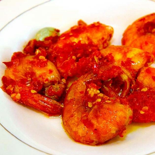 Balado udang (Prawn with spicy  red chili)