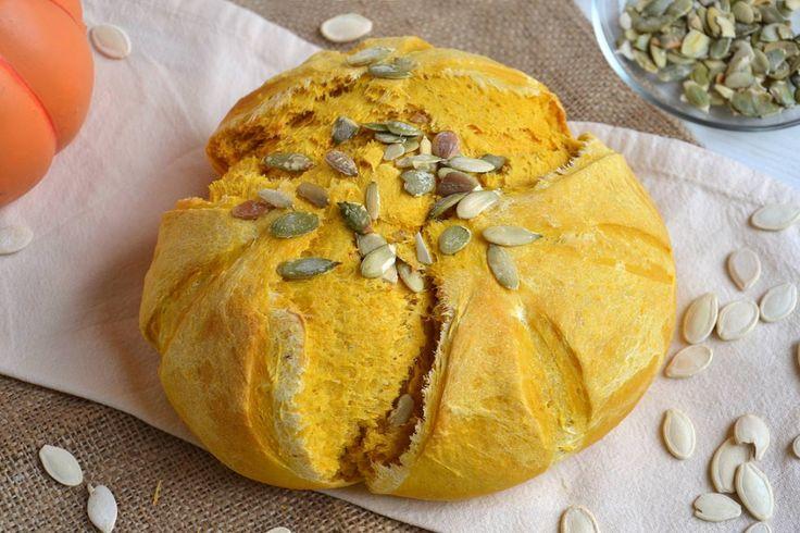 Pane alla zucca, scopri la ricetta: http://www.misya.info/ricetta/pane-alla-zucca.htm