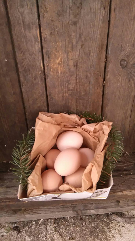 Ystävänpäivänä tuoreita kananmunia naapuriin. As a Valentine's gift fresh eggs to neighbour.