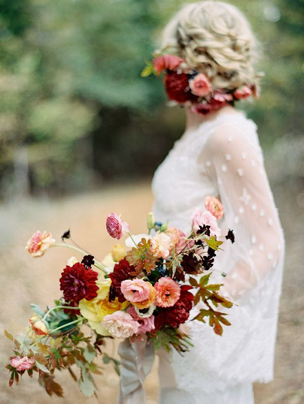 Loose and Natural Autumn Wedding Flowers | Ryan Ray Photography | 15 Bold and Beautiful Fall Bouquet Ideas!
