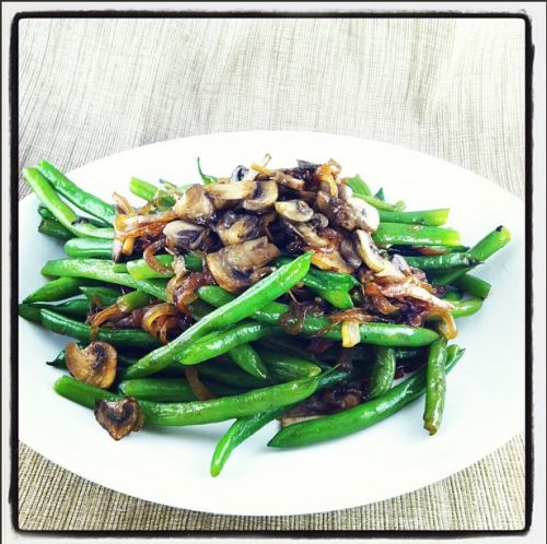 Green Beans with Caramelized Mushrooms & OnionsCarmel Onions, Health Food, Side Dishes, Mushrooms Onions, Olive Oils, Green Beans, Caramel Mushrooms, Mr. Beans, Thanksgiving Green
