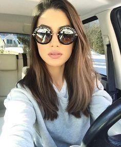 Langes bis mittleres Haar