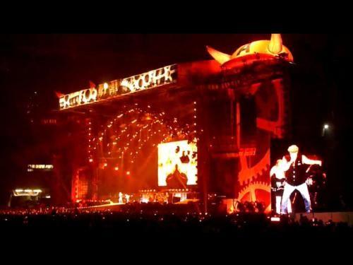 AC/DC Live Munich : FOTO DE AYER EN EL ESTADIO OLIMPICO DE MUNICH, DURANTE EL TEMA HIGHWAY TO HELL. SIMPLEMENTE ESPECTACULAR.  Mirad Este Video  AC DC - Highway to Hell. Olympiastadion Munich May 15, 2009  http://www.youtube.com/watch?v=E9VZtlaZSF8 | nick_of_time