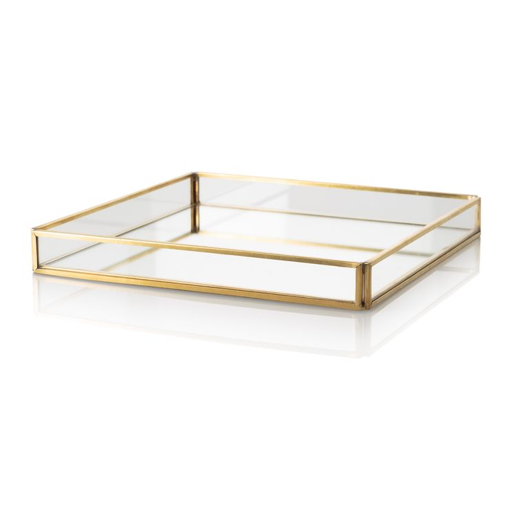 Mix your materials, create a unique candle display feature or store and display your treasured trinkets with our Large Gold & Glass Mirrored Tray
