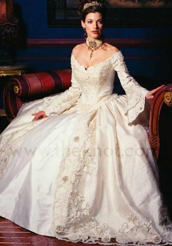 Vestido de noiva com cauda longa: A cauda de acordo com o horário do casamento -Portal Tudo Aqui