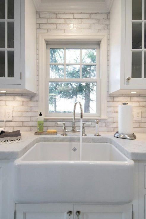 Wonder if I could stencil these subway tiles and get this look. It's nice and looks good with the Carrera marble.