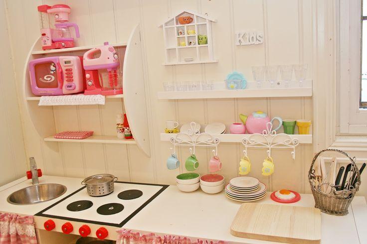 Playkitchen, jenterom, girlsroom, lekekjøkken, rosa, pinkroom, diy, homemade, myhome, interiør, interior