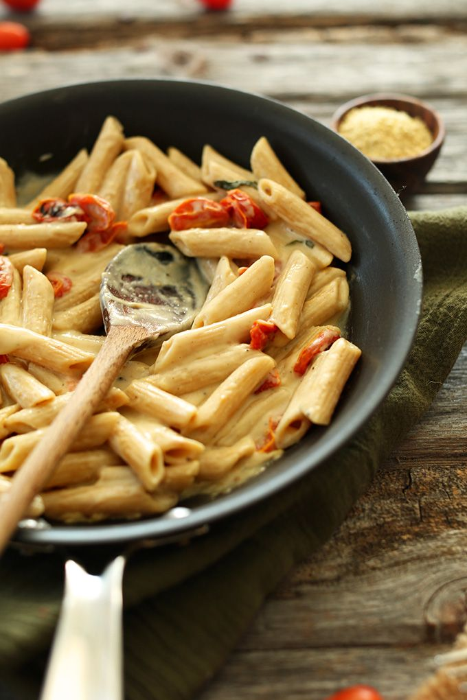 Creamy Vegan Garlic Pasta with Roasted Tomatoes - Minimalist Baker #MeatlessMonday #vegan