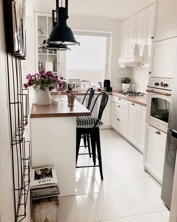Kleine Kuche Im Landhausstil Kuchen Design Kuchendesign Wohnung Kuche