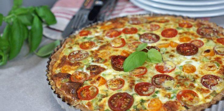 Tomat-pai med vårløk – Berit Nordstrand