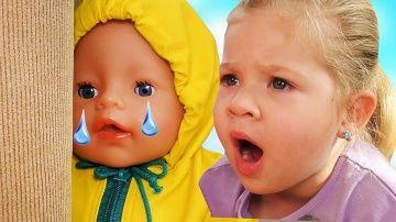 Bad Baby Кукла Беби Бон УКРАЛА СЛАДОСТИ Num Noms Вредные Детки Куклы Baby Born Doll Ice Cream Shop http://video-kid.com/20463-bad-baby-kukla-bebi-bon-ukrala-sladosti-num-noms-vrednye-detki-kukly-baby-born-doll-ice-cream-.html  Куклы Беби бон и Диана купили новые сладости Num Noms. Bad Baby Злая КУКЛА Беби Бон преследует Диану.  Кукла Беби бон в Жёлтом плаще как Вредные Детки Bad Baby. Злая Кукла Беби бон заманила Диану чтобы украсть сладости Num Noms. Диана обо всём догадалась и не разрешила…