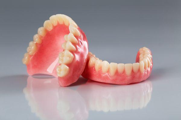 Tout ce qu'il faut savoir avant l'achat d'un dentier chez votre denturologiste à Montréal !