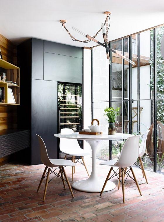 Vitra DSW   http://www.bigbrands.nl/design/eetkamerstoelen/vitra/charles-ray-eames/vitra-dsw-eames-plastic-side-chair-yellow/vitra-dsw-eames-plastic-side-chair.html