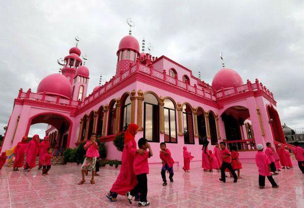 Masjid Pink Ini Jadi Favorit Wisatawan Mirip Istana Negeri Dongeng