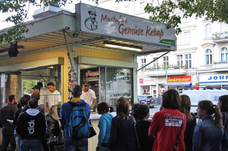 The queue at Mustafas Gemüse Kebap in Berlin