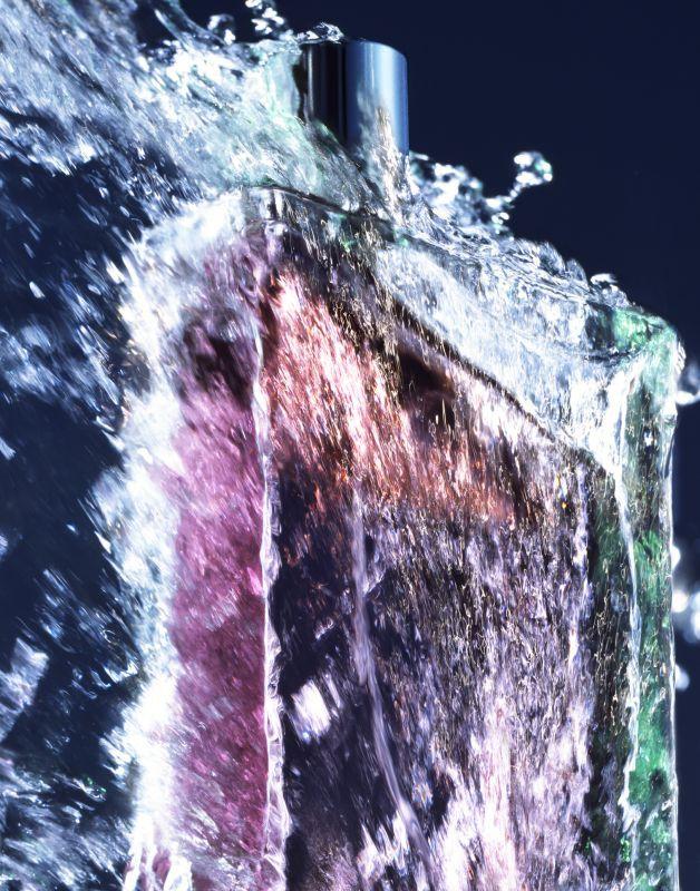 021-kaz-arahama-theredlist.jpg 628×800 pixels
