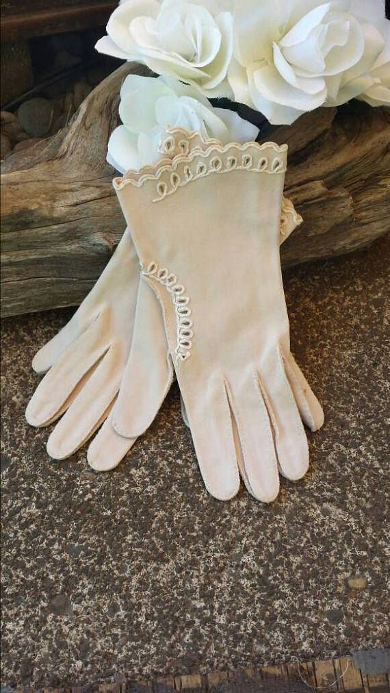 Beige gloves from the 50's/vintage gloves/50's