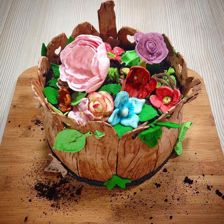 Con la #primavera y el calor dan ganas de celebrar y que mejor que con una tortuga que además de #bella sea increíblemente #rica #murigourmet #conamoresmasrico #fondant #cake #torta #personalizada