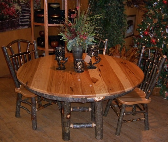 https://i.pinimg.com/736x/0f/a9/56/0fa9567e7f0b8c3e30e43297e5c48b42--rustic-table-farmhouse-table.jpg