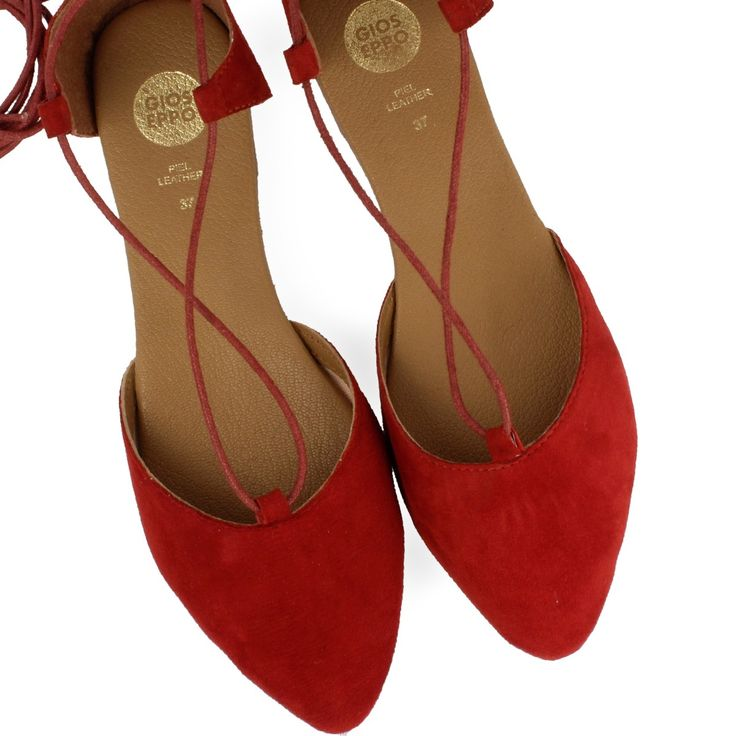 Red ballerina pumps with laces to tie up the leg. Textile upper and leather insole. Ballerina style for your urban looks.