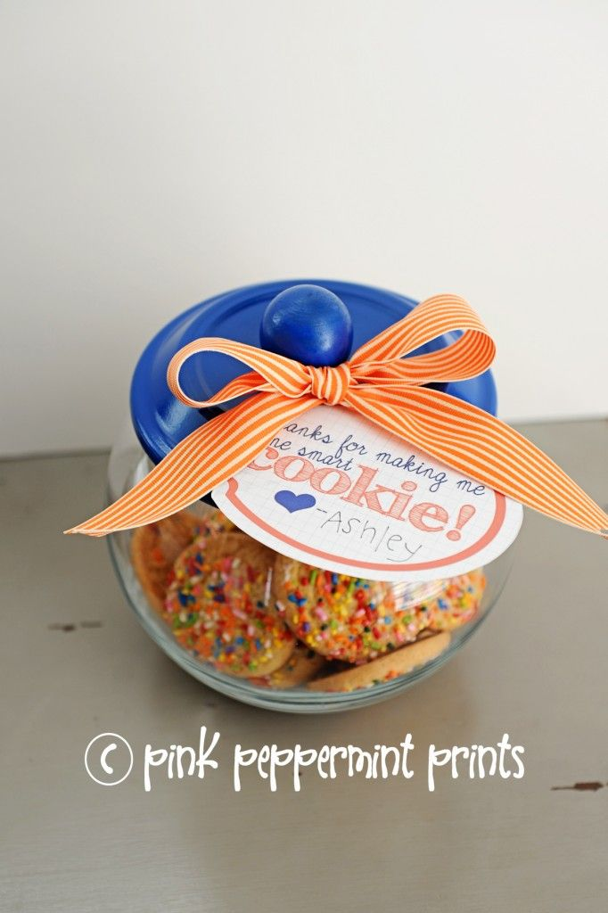 "FREEBIES/DIY Gift Ideas: Teacher Appreciation Week Free Printables ""Thanks for making me one smart cookie"" and handmade cookie jar - Entertain 