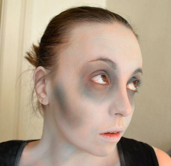 Brains…Brains! A Simple, Quick Zombie Makeup Tutorial | Couture For Curves