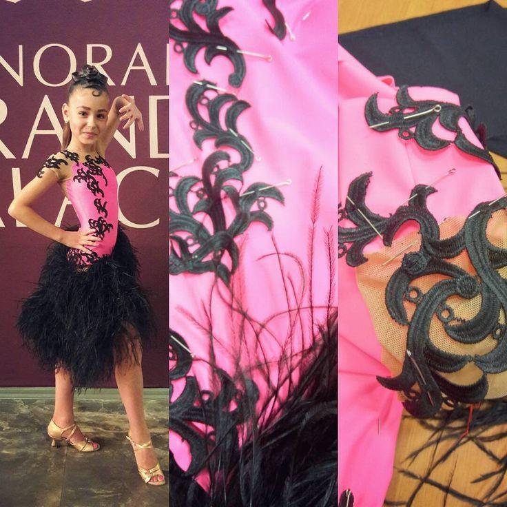 Разница во времени, когда были эти фото, всего несколько часов)  Команда #winner в лице мамы и меня бьёт рекорды по скорости пошива! #бальноеплатье #латина #юниоры1 #пошивкостюмов #ballroomdress #latindress