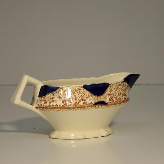 Omáčnik z anglického porcelánu, rozmery: 21x8cm. S možnosťou fakturácie. Prepravné náklady  nie sú v cene.