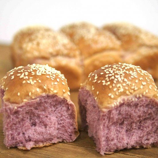 This nice purple bread made from Japanese Sweet Potato is fluffy and soft. Not only look good, taste good too.