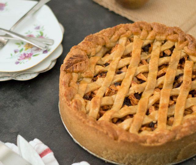 Het recept voor heerlijke Oud-Hollandse appeltaart precies zoals oma hem vroeger maakte. Met rozijnen, zure appeltjes en kaneel, heerlijk!
