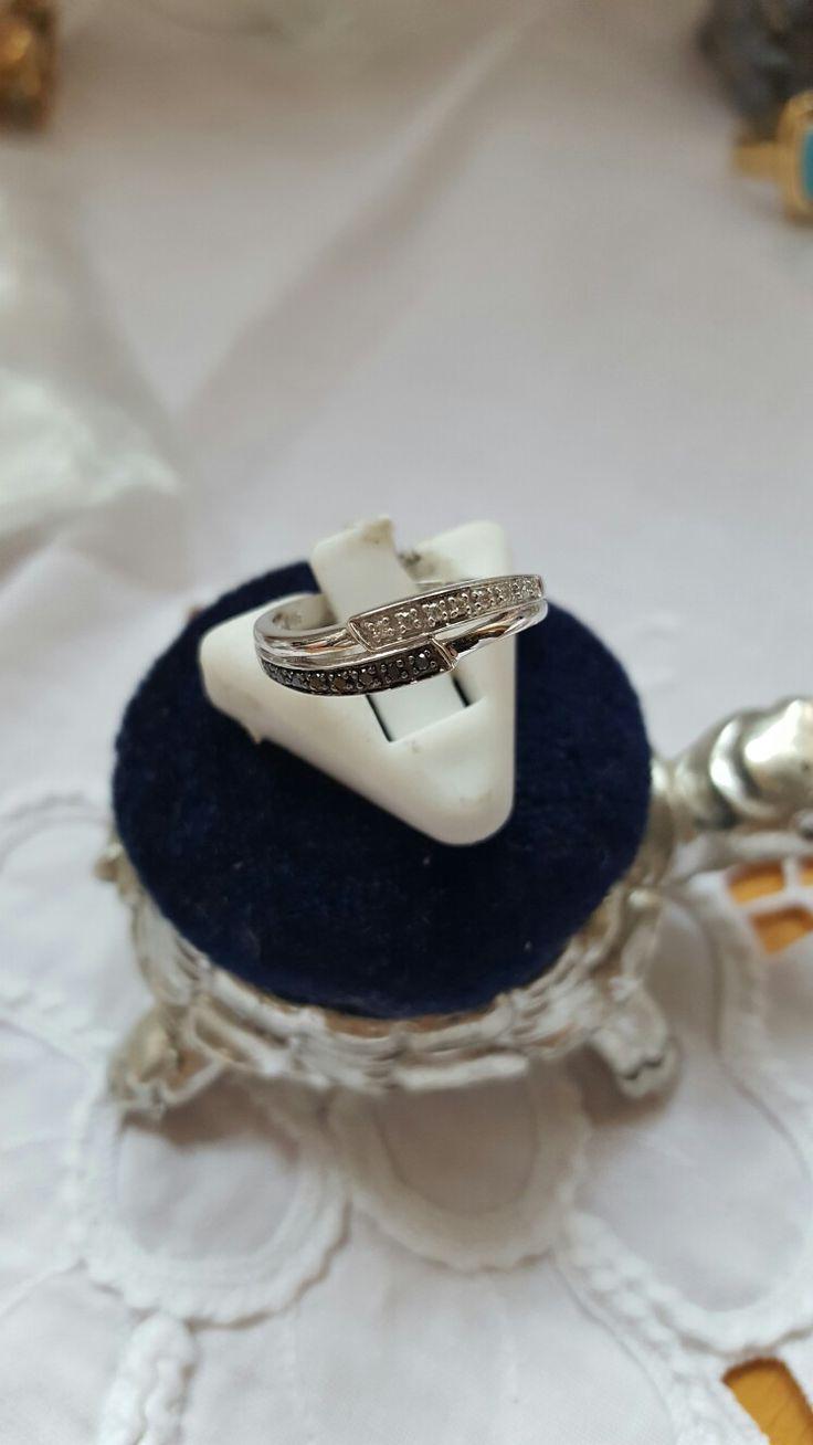 кольцо белое золото, белый и черный бриллианты