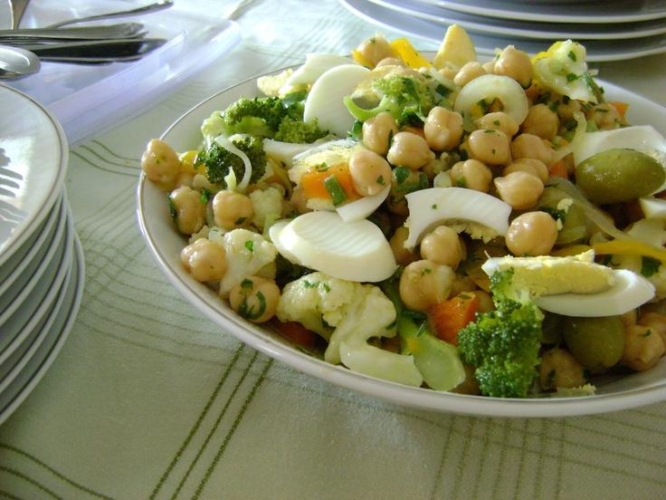 salada grão de bico com legumes