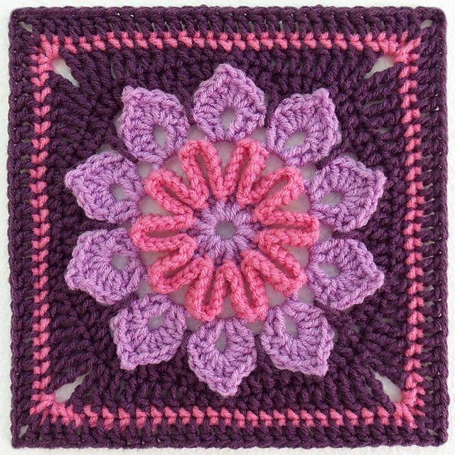Free 10-Petal Afghan Square crochet pattern #crochet