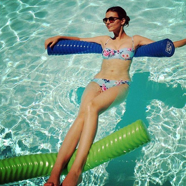 http://nakedsexycelebs.net/01/08/VictoriaJustice/700824444_victoria_bikini_122_564lo.jpg