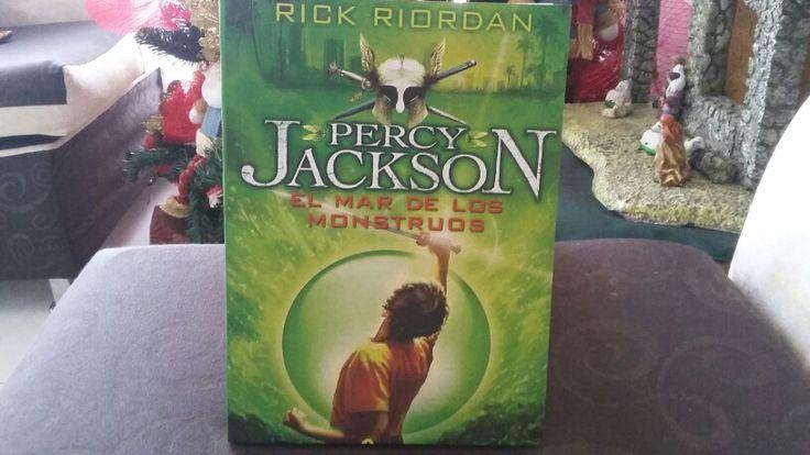 """""""Percy Jackson y el Mar de los Monstruos"""" escrito por Rick Riordan."""
