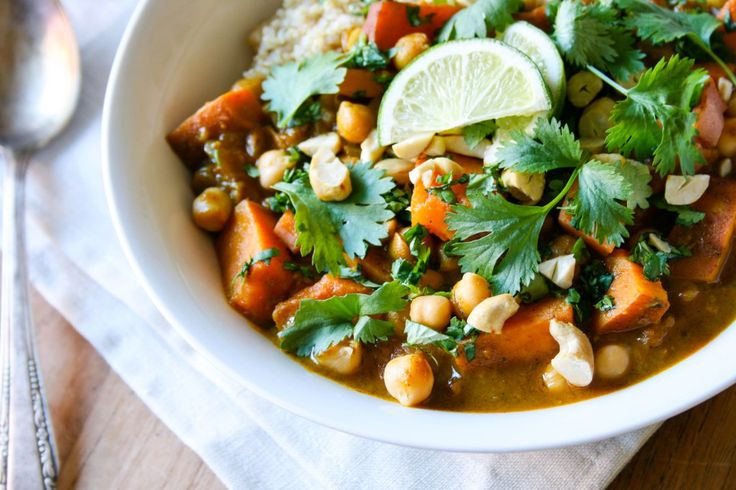 Thaise gele curry met zoete aardappel & kikkererwten