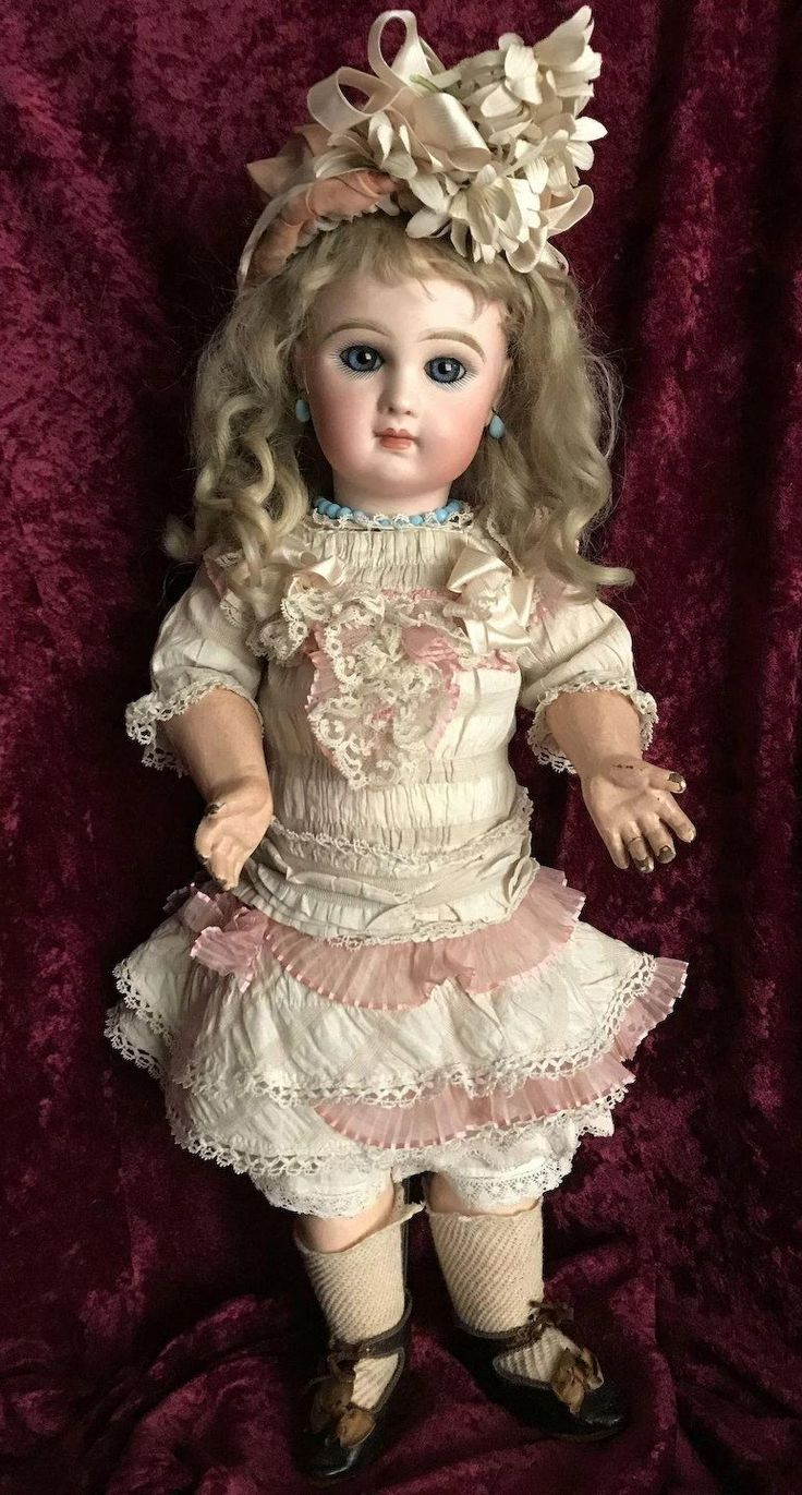Antique 19 Tete Jumeau Doll Size 8 ALL ORIGINAL except Wig Gorgeous girl with deep blue eyes, the finest bisque painting and her original marked body!!! Her head has the SGDG mark, which makes her