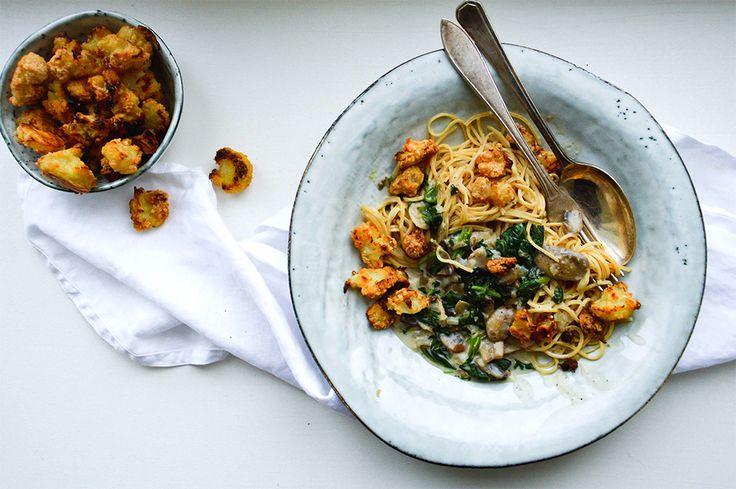 En enkel vardagsrätt som går snabbt och lätt att laga. Den traditionella pastan har i detta recept bytts ut mot bönpasta och får sällskap av en smakrik champinjonsås och krispig blomkål. Vill man hellre ha vanlig pasta går det självklart lika bra. Vi väljer att…