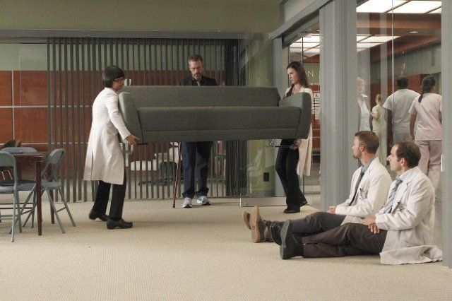 Still of Peter Jacobson, Hugh Laurie, Jesse Spencer, Odette Annable and Charlyne Yi in House M.D. (2004)