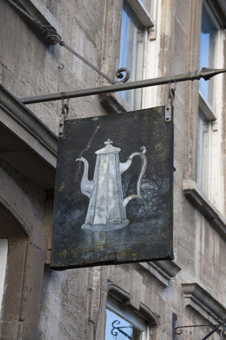 ♫ La-la-la Bonne vie ♪ (paulromijn: Sign outside coffee lounge in...)