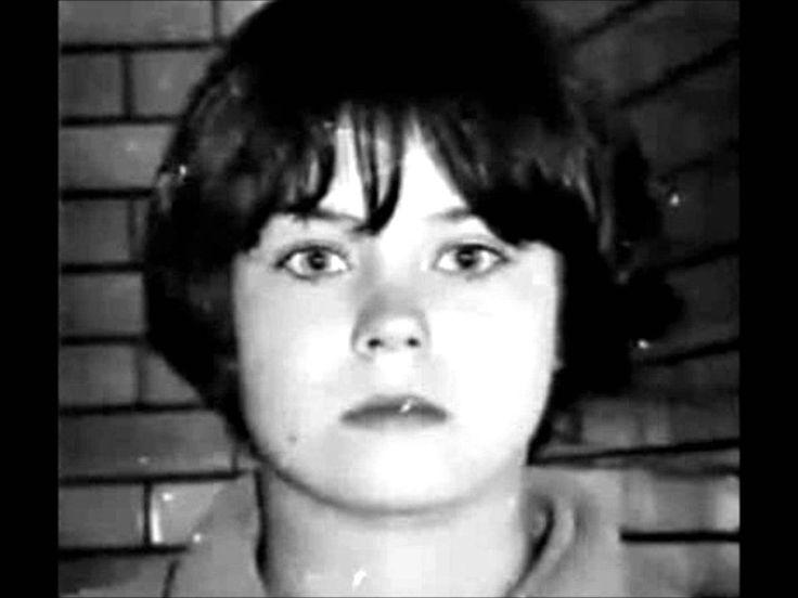Mary Bell è stata una bambina assassina che nel 1968, a 11 anni, ha strangolato due bambini di 3 e 4 anni. Ora è libera ed è una nonna felice.