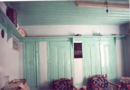 Hanay'da Musandıra (meyve kurutma dolabı) ile Iraf (duvarı boydan boya dolaşan)