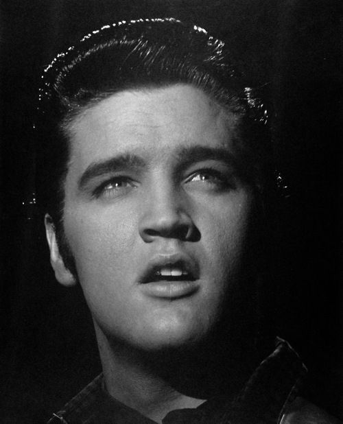 elvis aron presley essay Title: pages / words: save: elvis pressley elvis grew up into a common laid back family elvis aron presley was born on january.