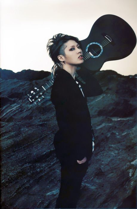 Miyavi (雅)   Why so perfect, Ishihara? I could watch and listen to this man all day xx