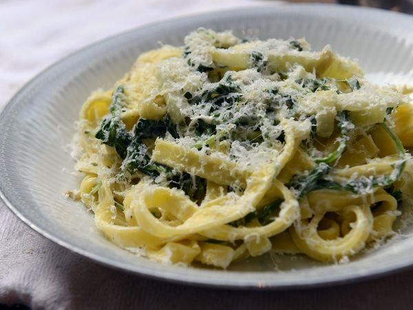 """Pasta met venkel, rucola en citroen uit """"Veg"""" (Hugh Fearnley-Whittingstall) gemaakt in juni 2014. Recept voor 2 personen. Gemaakt met spaghetti. Lekker fris en zomers pastagerecht."""