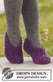 """Walkabout - Knitted DROPS slippers in """"Andes"""". - Free pattern by DROPS Design"""