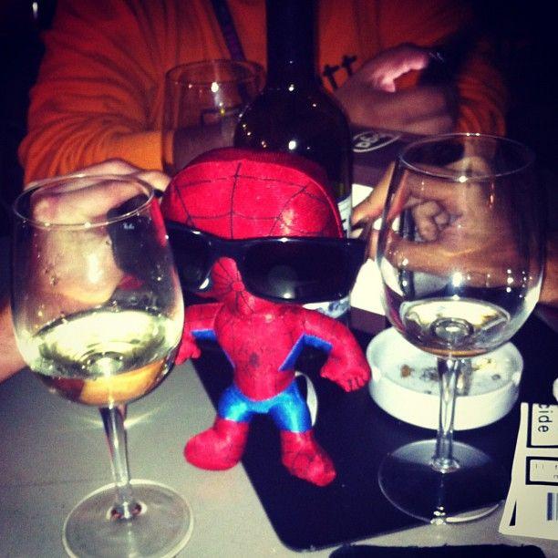 "Fashion Spider Man    ""Mi mimetizzo tra i bicchieri.. Stile MIB.. #igersitalia_swspidermantour"" #amazingspiderman"