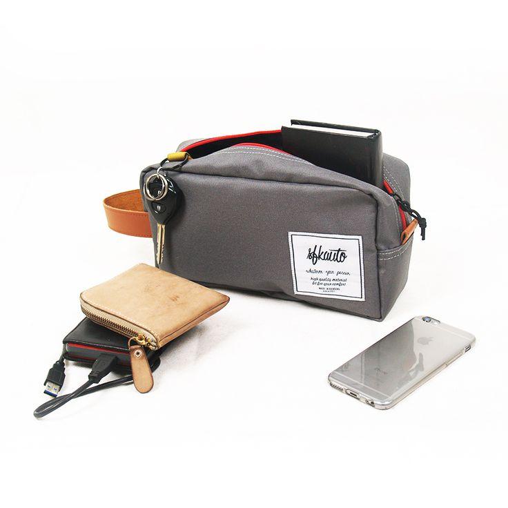 Big Pouch Berfungsi untuk menyimpan gadget, toiletries, stationary, dll dengan dimensi panjang: 25cm lebar: 8,5 cm Tinggi: 13,5 cm bahan CORDURA® , syintethic leather, YKK Zipper Ready stock dalam warna (Merah, Abu-abu, Navy Blue, Hitam) Contact: 085721130293, line:sfkauto, pin:5F0CC6E4, email: info@sfkauto.com & sfk.auto@gmail.com Jalan Rangga Malela no.13 (Rangga Point) Bandung Open Monday-Saturday.10.00-19.00
