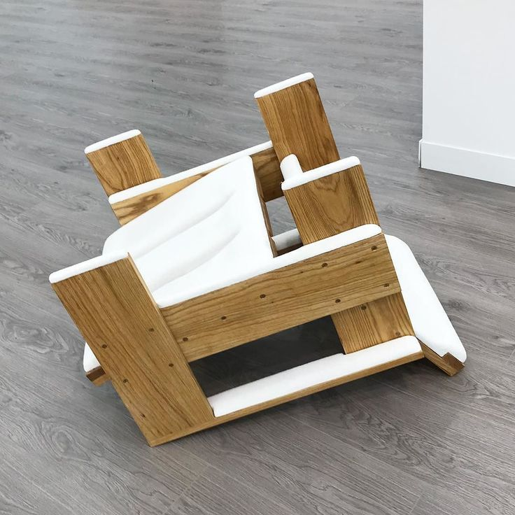 Ryan Gander Overturned Rietveld chair after a snow flurry 2017 (ash marble resin) 07 October 2017 @lisson_gallery #RyanGander @friezeartfair #FriezeLondon #London